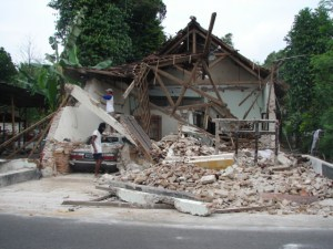 196-27-indonesia-earthquake