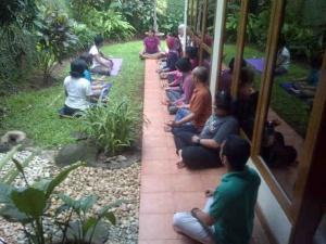 Meditasi mengakses energi mikrokosmos-makrokosmos